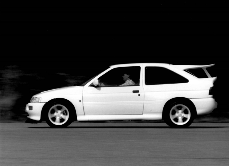ford_escort_rs_cosworth_13.jpg